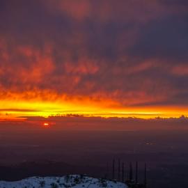 Tramonto di fuoco sul Monte Gennaro, un video di Luigi Nespeca