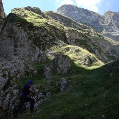 Canyon di Valle Caprara,Majella: i pendii erbosi e il-tratto chiave